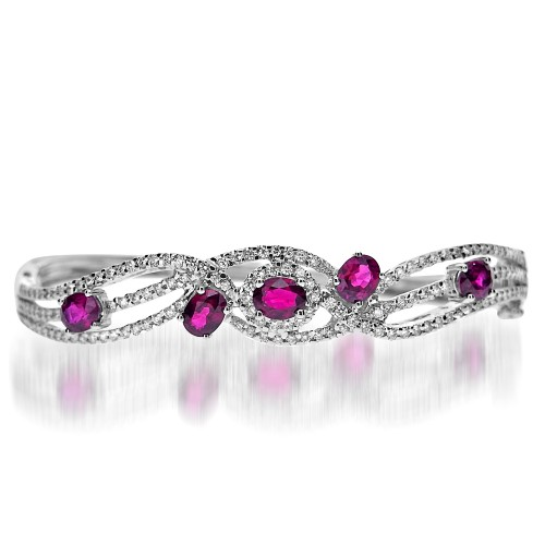 18W Ruby Oval 2.41ct w/ RBC 0.96ct Pavé Swirl Patt Hinged Bangle